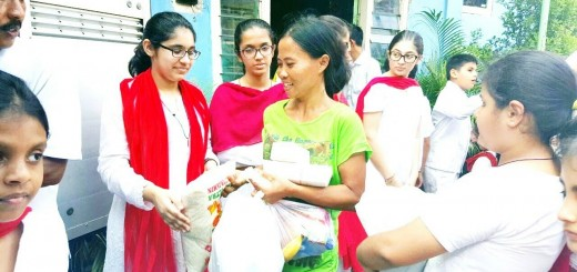 SSE STUDENTS - Distributing Seva Packages in Orphanage