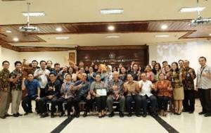 Para Peserta Staf Kementerian Keuangan Mengkuti Pembekalan dari LPSSI